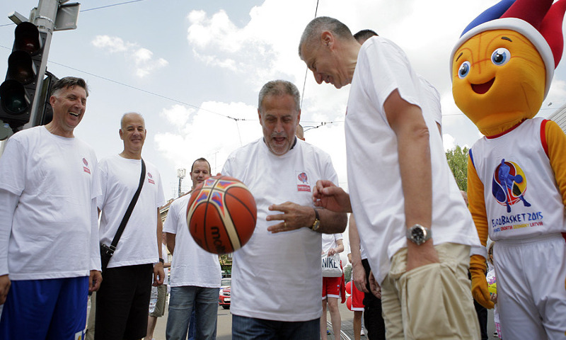 The Trophy Tour stop in Zagreb saw several basketball legends participating in a relay from Kresimir Cosic Square to Drazen Petrovic Square
