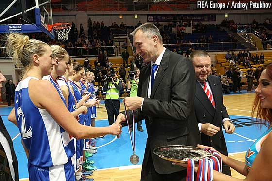 FIBA Europe Secretary General Kamil Novak presents SuperCup Women runners-up Dynamo Moscow with the silver medals