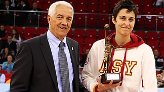 Alba Torrens receives her 2011 FIBA Europe Womens Player of the Year award from FIBA Europe Secretary General Nar Zanolin