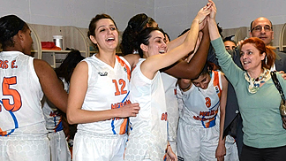 Mersin celebrate their eighth-final win over Chevakata