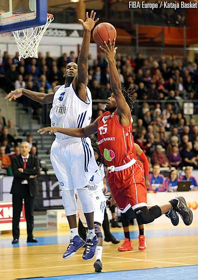 22. Michael Morrison (Kataja Basket), 15. Steeve Ho You Fat (Cholet Basket)