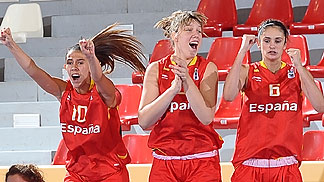 Spain celebrate their victory over the Czech Republic